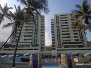 Apartamento En Ventaen Catia La Mar, Playa Grande, Venezuela, VE RAH: 19-3597