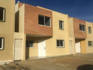Townhouse En Ventaen Punto Fijo, Puerta Maraven, Venezuela, VE RAH: 19-3998