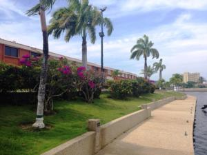 Townhouse En Ventaen Higuerote, Puerto Encantado, Venezuela, VE RAH: 19-4084