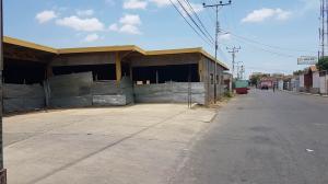 Edificio En Ventaen Coro, Av Romulo Gallegos, Venezuela, VE RAH: 19-4119