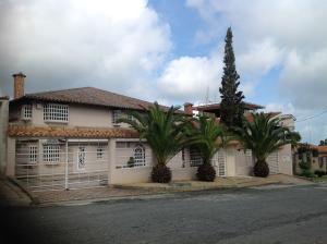 Casa En Ventaen San Antonio De Los Altos, Club De Campo, Venezuela, VE RAH: 19-4125