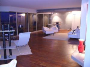 Apartamento En Ventaen Maracaibo, Avenida El Milagro, Venezuela, VE RAH: 19-4202