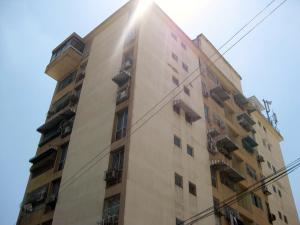 Apartamento En Ventaen Maracay, Avenida Bolivar, Venezuela, VE RAH: 19-4318
