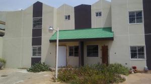 Townhouse En Ventaen Municipio San Francisco, Sierra Maestra, Venezuela, VE RAH: 19-4352