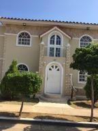 Townhouse En Ventaen Maracaibo, Avenida Milagro Norte, Venezuela, VE RAH: 19-5059