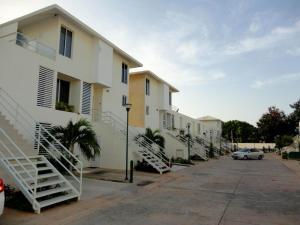 Townhouse En Ventaen Maracaibo, Avenida Goajira, Venezuela, VE RAH: 19-4368