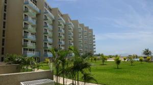 Apartamento En Ventaen Higuerote, Agua Sal, Venezuela, VE RAH: 19-4482