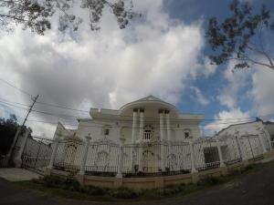 Casa En Ventaen San Antonio De Los Altos, Club De Campo, Venezuela, VE RAH: 19-4488