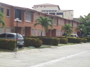 Townhouse En Ventaen Guatire, Terrazas De Buena Ventura, Venezuela, VE RAH: 19-4531