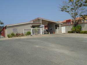 Townhouse En Ventaen Higuerote, Puerto Encantado, Venezuela, VE RAH: 19-4574