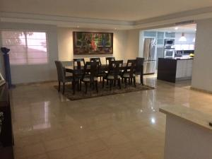 Townhouse En Alquileren Maracaibo, Virginia, Venezuela, VE RAH: 19-4769
