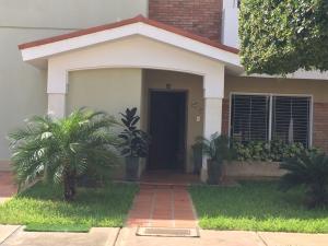 Townhouse En Ventaen Maracaibo, Avenida Universidad, Venezuela, VE RAH: 19-4777