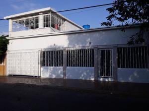 Casa En Ventaen Municipio San Francisco, San Francisco, Venezuela, VE RAH: 19-4779