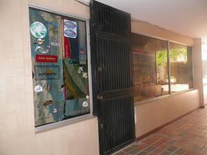 Local Comercial En Alquileren Puerto La Cruz, Casco Central, Venezuela, VE RAH: 19-4899
