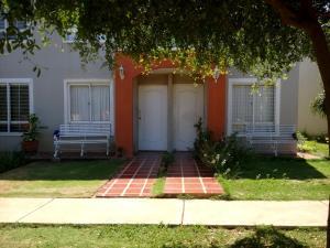 Townhouse En Ventaen Maracaibo, Via La Concepcion, Venezuela, VE RAH: 19-5090