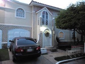 Townhouse En Ventaen Maracaibo, Avenida Milagro Norte, Venezuela, VE RAH: 19-5071