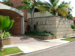 Townhouse En Ventaen Valencia, Altos De Guataparo, Venezuela, VE RAH: 19-5162