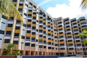 Apartamento En Ventaen Catia La Mar, Playa Grande, Venezuela, VE RAH: 19-5207