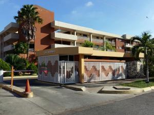 Apartamento En Ventaen Lecheria, Av Diego Bautista Urbaneja, Venezuela, VE RAH: 19-5242