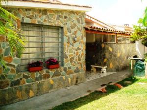 Casa En Ventaen Caracas, Lomas De La Trinidad, Venezuela, VE RAH: 19-5330