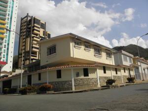 Casa En Ventaen Valencia, Las Chimeneas, Venezuela, VE RAH: 19-6225