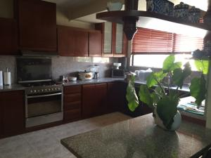 Apartamento En Ventaen Maracaibo, Avenida El Milagro, Venezuela, VE RAH: 19-5431