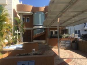 Casa En Ventaen Puerto La Cruz, Casas Botes, Venezuela, VE RAH: 19-6137