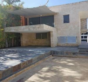 Casa En Alquileren Lecheria, Complejo Turistico El Morro, Venezuela, VE RAH: 19-5841