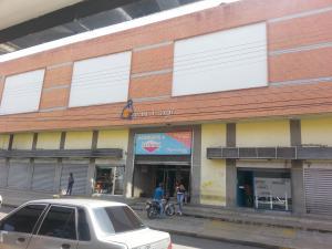 Local Comercial En Ventaen Maracay, Avenida Bolivar, Venezuela, VE RAH: 19-5895
