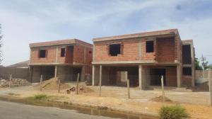 Townhouse En Ventaen Punto Fijo, Puerta Maraven, Venezuela, VE RAH: 19-5938