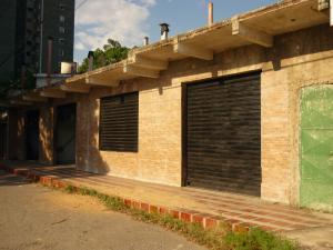 Local Comercial En Ventaen Maracay, Avenida Constitucion, Venezuela, VE RAH: 19-6010
