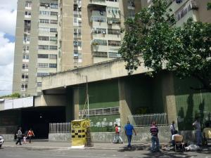 Local Comercial En Ventaen Maracay, Avenida Constitucion, Venezuela, VE RAH: 19-6012