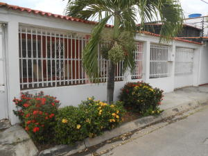 Casa En Ventaen Palo Negro, Conjunto Residencial Palo Negro, Venezuela, VE RAH: 19-6191