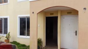 Townhouse En Ventaen Maracaibo, Via La Concepcion, Venezuela, VE RAH: 19-6277