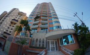 Apartamento En Ventaen Maracaibo, Avenida El Milagro, Venezuela, VE RAH: 19-4205