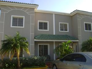 Townhouse En Ventaen Maracaibo, Lago Mar Beach, Venezuela, VE RAH: 19-6361