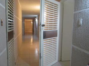 Apartamento En Ventaen Caracas, Los Naranjos Humboldt, Venezuela, VE RAH: 19-6406