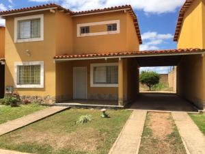Townhouse En Ventaen El Tigre, Sector Avenida Intercomunal, Venezuela, VE RAH: 19-6534