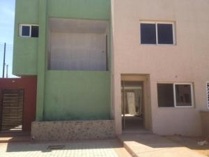 Townhouse En Ventaen Punto Fijo, Puerta Maraven, Venezuela, VE RAH: 19-6505