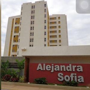 Apartamento En Ventaen Maracaibo, Avenida Goajira, Venezuela, VE RAH: 19-6708