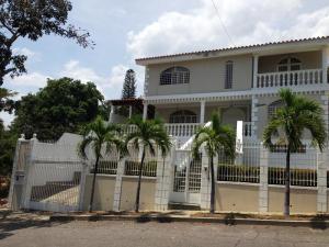 Casa En Ventaen Parroquia Caraballeda, Palmar Este, Venezuela, VE RAH: 19-6846