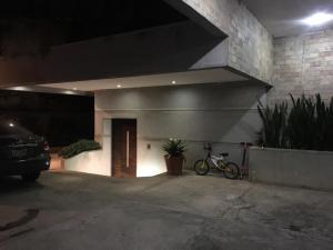 Casa En Ventaen Caracas, Caicaguana, Venezuela, VE RAH: 19-6895