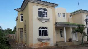 Townhouse En Ventaen Maracaibo, Fuerzas Armadas, Venezuela, VE RAH: 19-8423