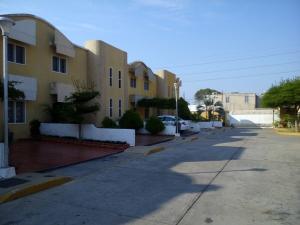 Townhouse En Alquileren Maracaibo, Amparo, Venezuela, VE RAH: 19-7080