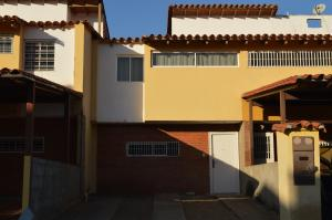 Townhouse En Ventaen Guatire, San Francisco, Venezuela, VE RAH: 19-7136