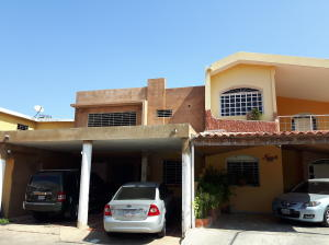 Townhouse En Ventaen Maracaibo, La Limpia, Venezuela, VE RAH: 19-7130