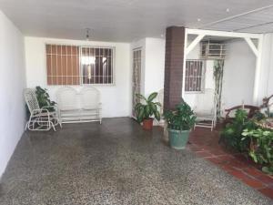 Casa En Ventaen Punto Fijo, Santa Irene, Venezuela, VE RAH: 19-7214