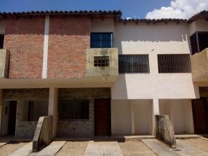 Townhouse En Ventaen Municipio Naguanagua, Barbula, Venezuela, VE RAH: 19-7479