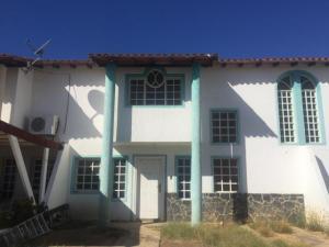 Townhouse En Ventaen Punto Fijo, Puerta Maraven, Venezuela, VE RAH: 19-7253