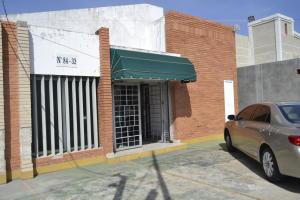 Local Comercial En Ventaen Maracaibo, Avenida Falcon, Venezuela, VE RAH: 19-7313
